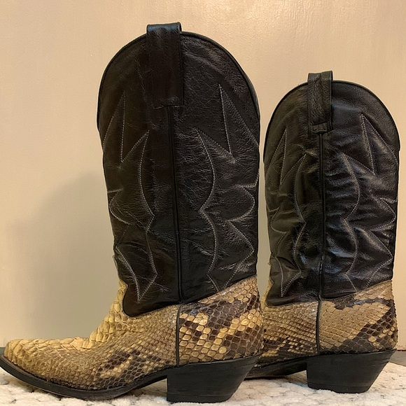 GORGEOUS SNAKE SKIN BOOTS
